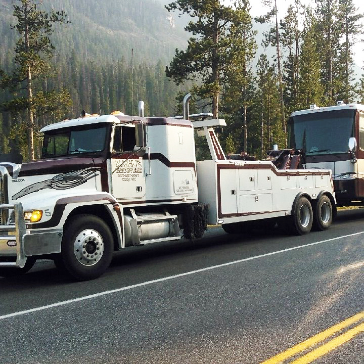 roadside assistance recovery on the side of road with tow truck